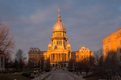 image of the illinois state capitol building at sunrise